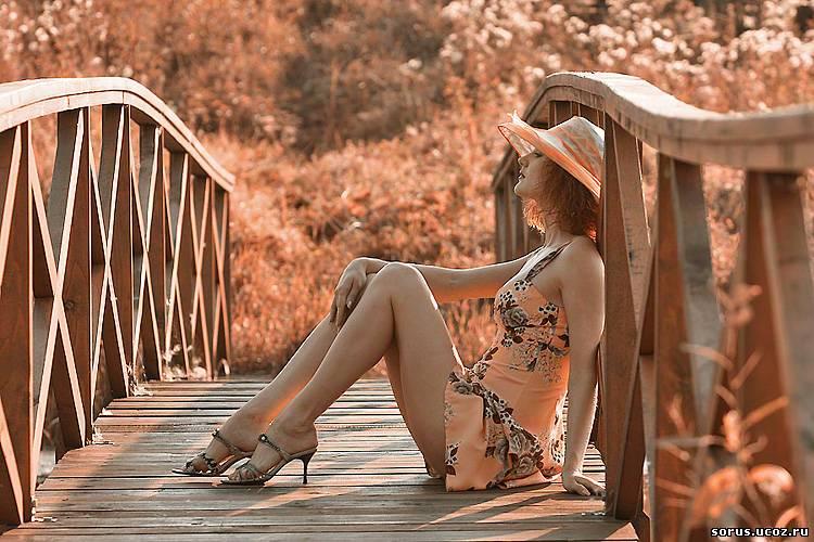 ню на мосту фото